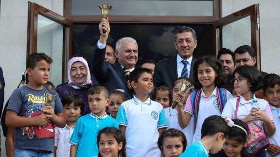 TBMM Başkanı Yıldırım ve eşi Semiha Yıldırım ile Bakan Selçuk'un katılımıyla yeni eğitim-öğretim yılının ilk ders zili çaldı